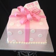 pink-box-babyshower-cake